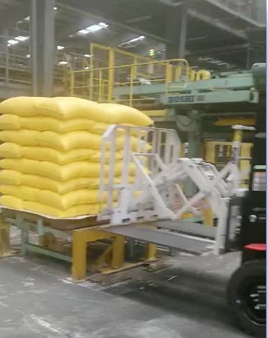 肥料の取り扱いにおけるフォークリフトプルプッシュアタッチメントの使用